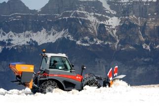 Aebi TT280 Snowplough Traxos_003